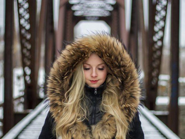 Find en lækker jakke af fremstillet pels